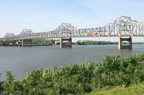 Bridge over the Illinois